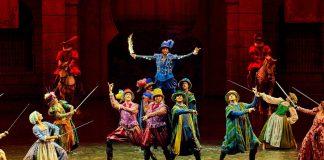 Actores en escena en espectáculo de Puy du Fou